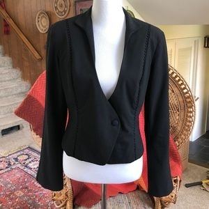 Cache - Sleek, Modern Cropped Blazer